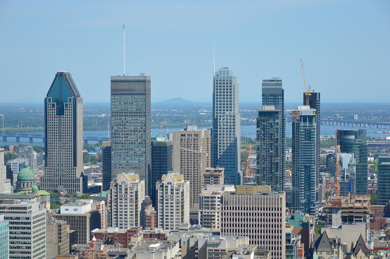 Horizon de Montréal en été image stock