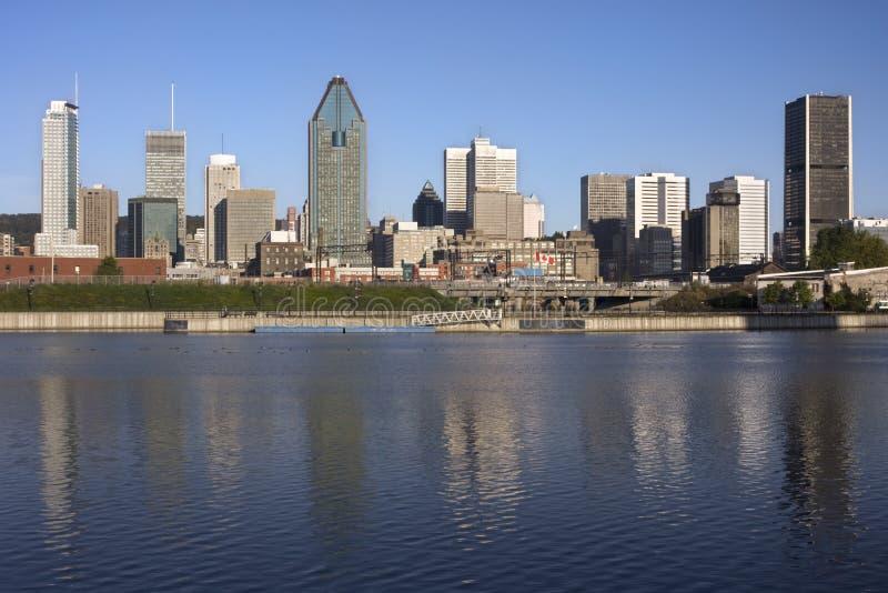 Horizon de Montréal et canal de Lachine photographie stock libre de droits