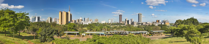Horizon de Nairobi et panorama d'Uhuru Park, Kenya image stock