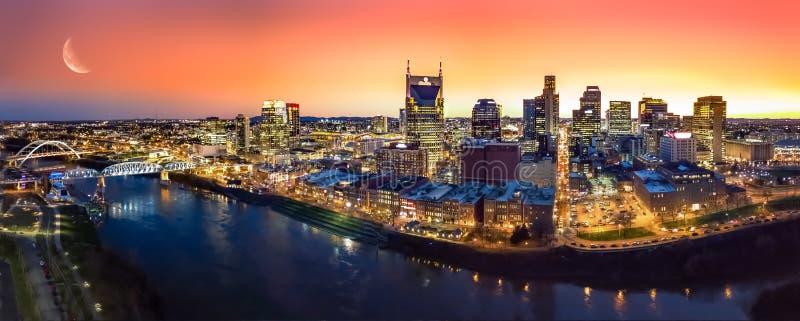 Horizon de Nashville avec le coucher du soleil images stock