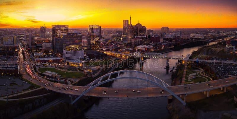 Horizon de Nashville avec le coucher du soleil photos stock