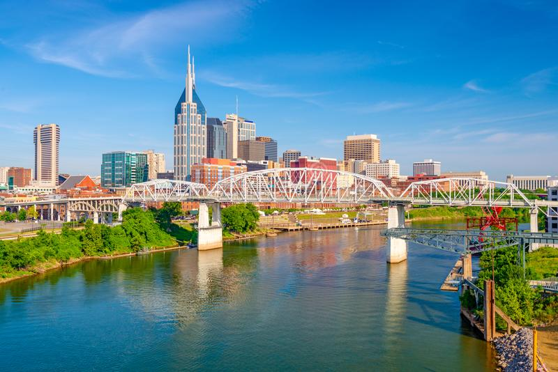Horizon de Nashville, Tennessee, Etats-Unis sur la rivière images libres de droits
