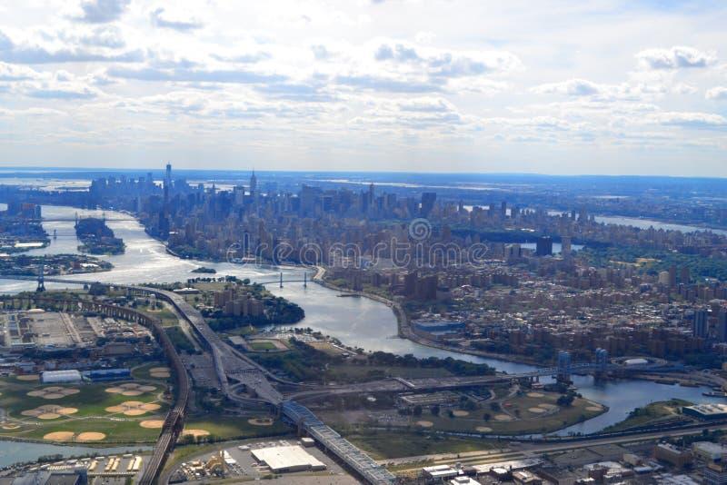 Horizon de New York City comme vu de l'East River images libres de droits