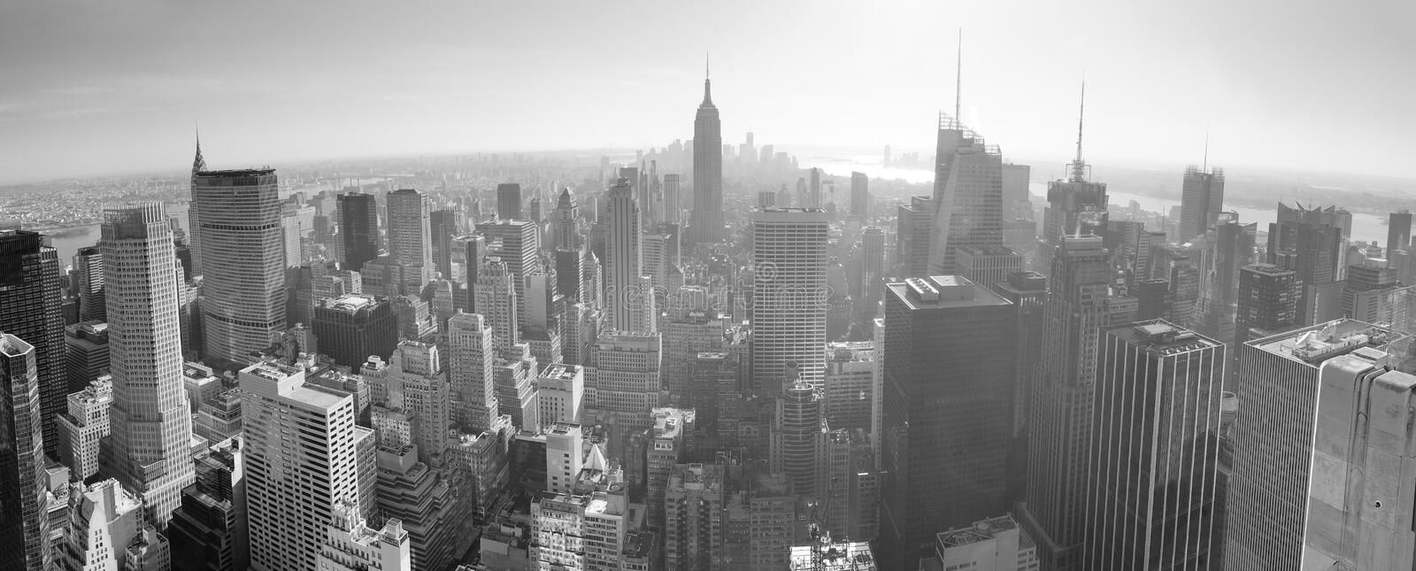 Horizon de New York City noir et blanc images stock