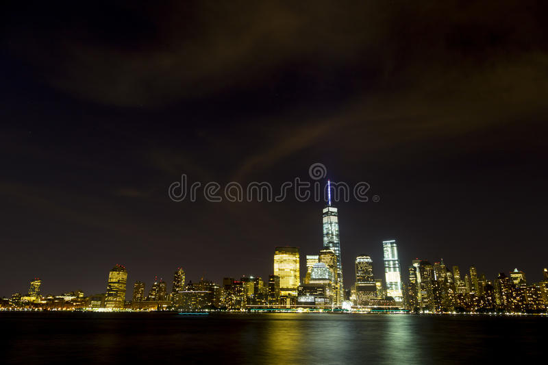 Horizon de New York City vu du New Jersey image stock