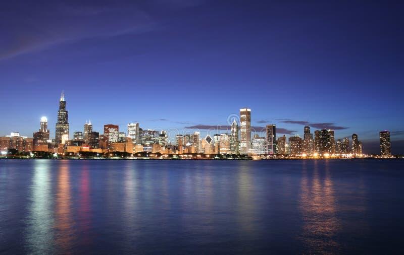 horizon de nuit de ville de Chicago images stock