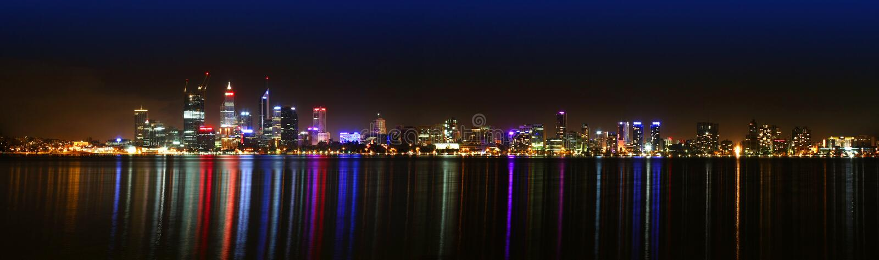 Horizon de Perth la nuit photos stock