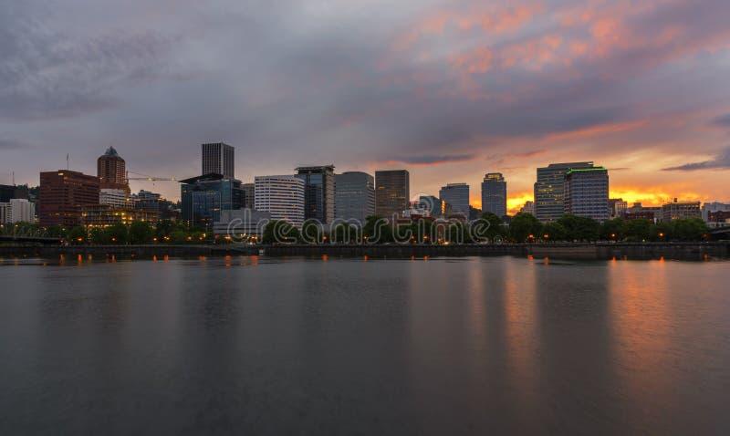 Horizon de Portland au coucher du soleil image stock