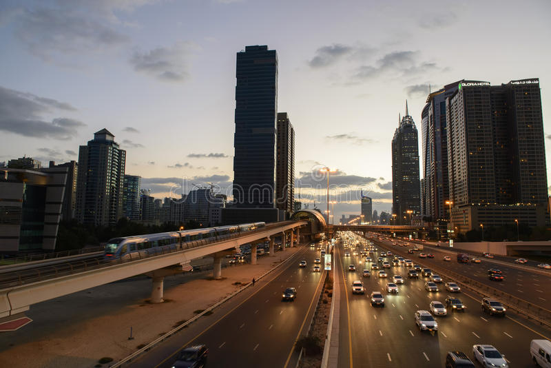 Horizon de route de Dubaï photographie stock libre de droits