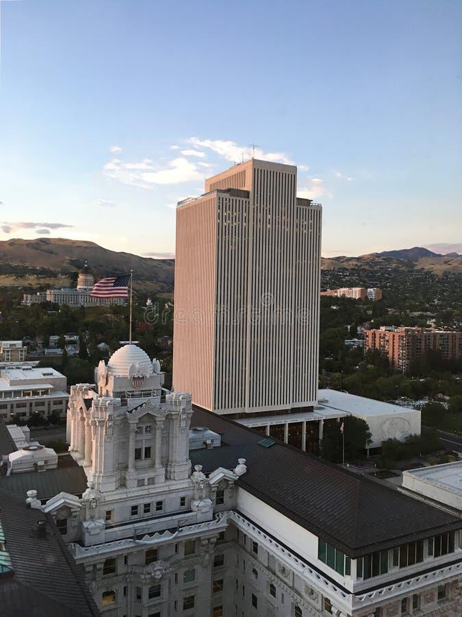 Horizon de Salt Lake City avec l'immeuble de bureaux d'église de LDS images stock