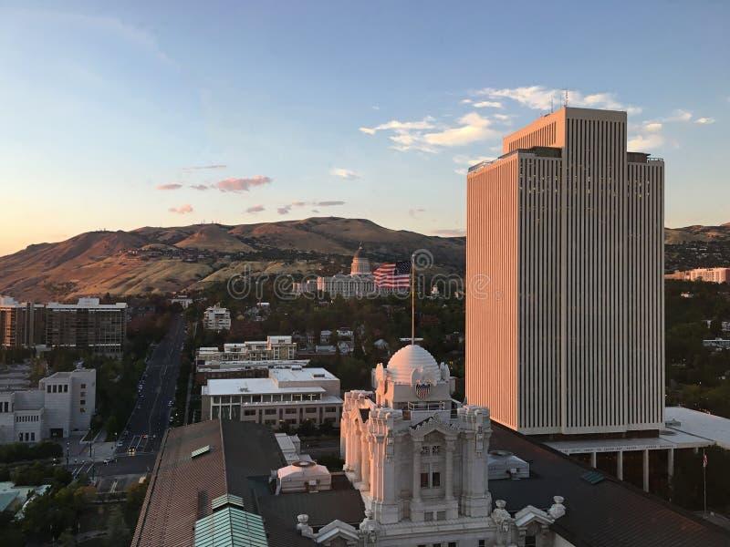 Horizon de Salt Lake City avec le capitol d'état dans le coucher du soleil photo stock