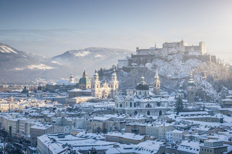 Horizon de Salzbourg avec la forteresse Hohensalzburg en hiver, Salzbourg photo libre de droits