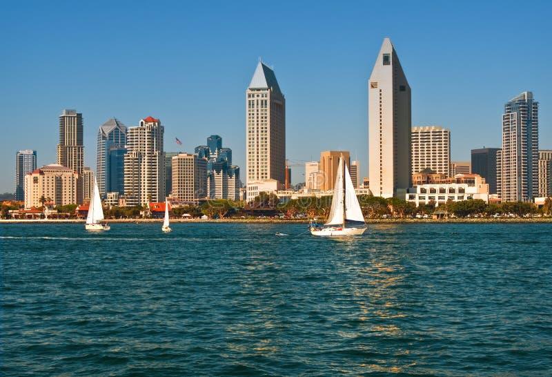 Horizon de San Diego avec des bateaux à voiles, la Californie image stock