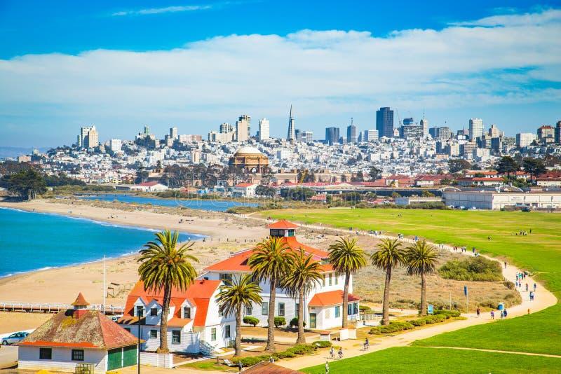 Horizon de San Francisco avec Crissy Field, la Californie, Etats-Unis photo libre de droits