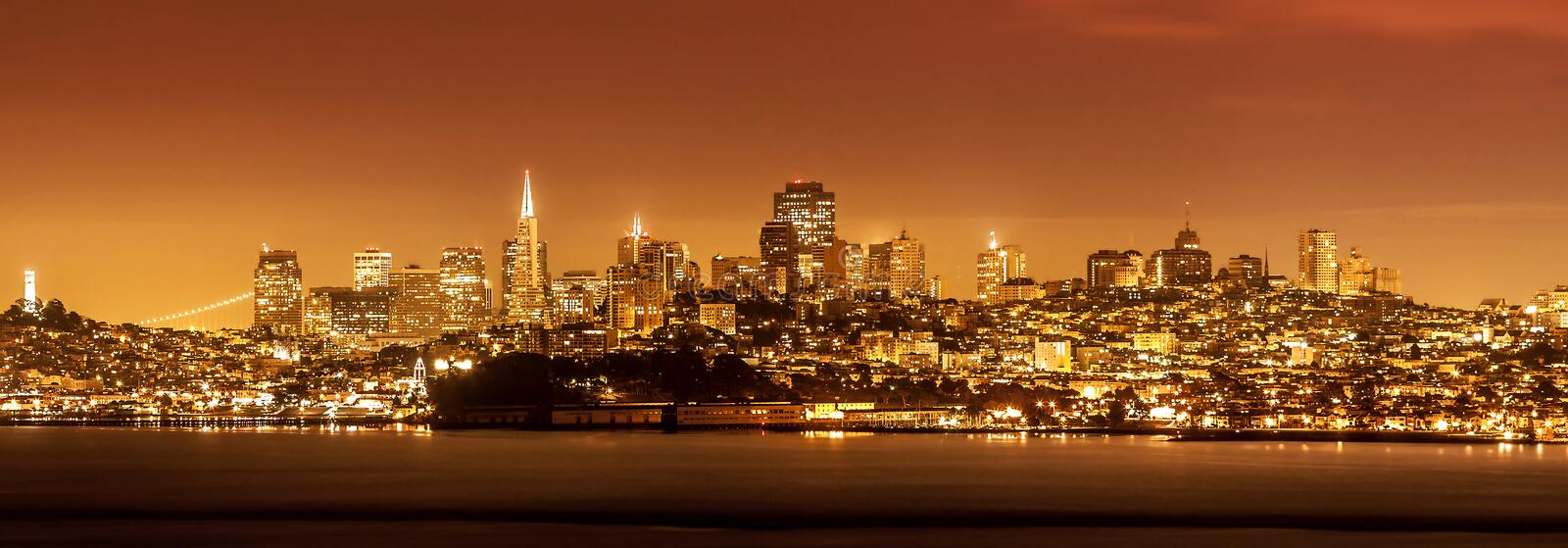 Horizon de San Francisco la nuit, Etats-Unis photo libre de droits