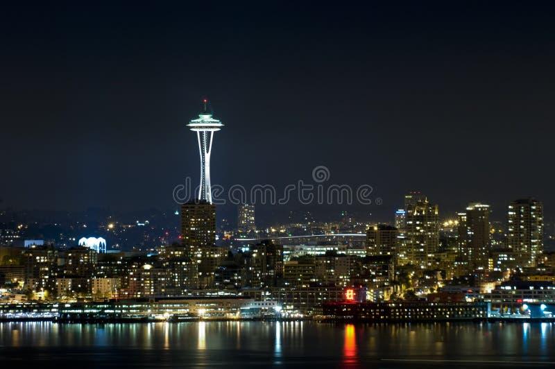 Horizon de Seattle la nuit photo libre de droits