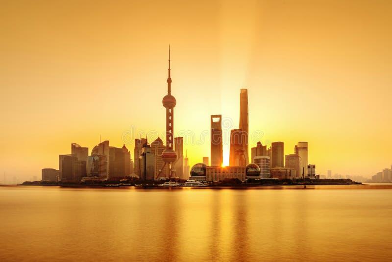 Horizon de Shanghai Pudong au lever de soleil, Chine photographie stock