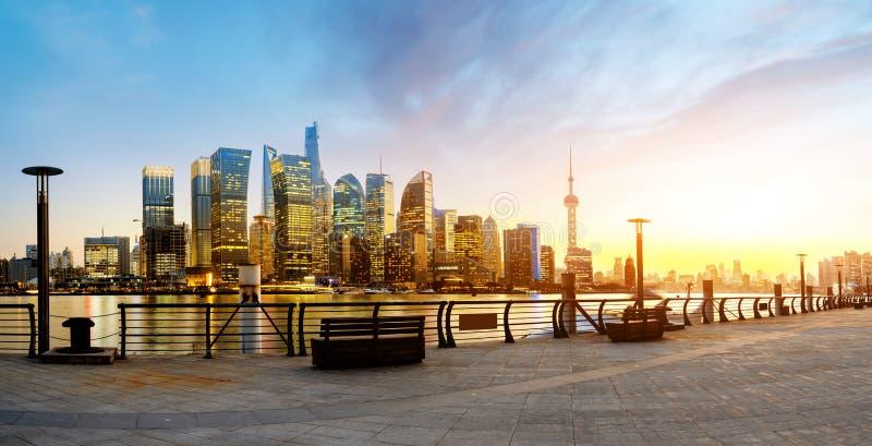 Horizon de Shanghai Pudong au lever de soleil, Chine photographie stock libre de droits
