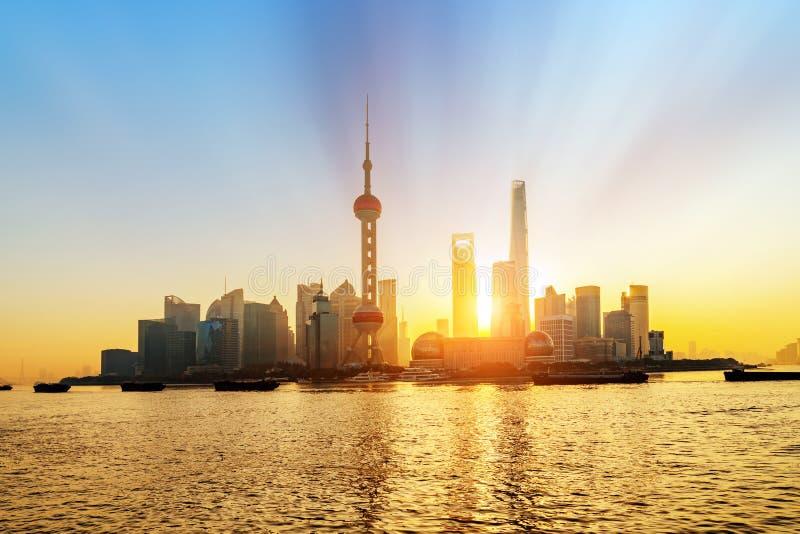 Horizon de Shanghai Pudong au lever de soleil, Chine image libre de droits
