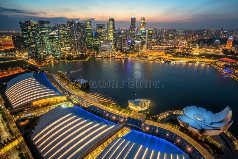 Horizon de Singapour chez Marina Bay de vue aérienne image stock