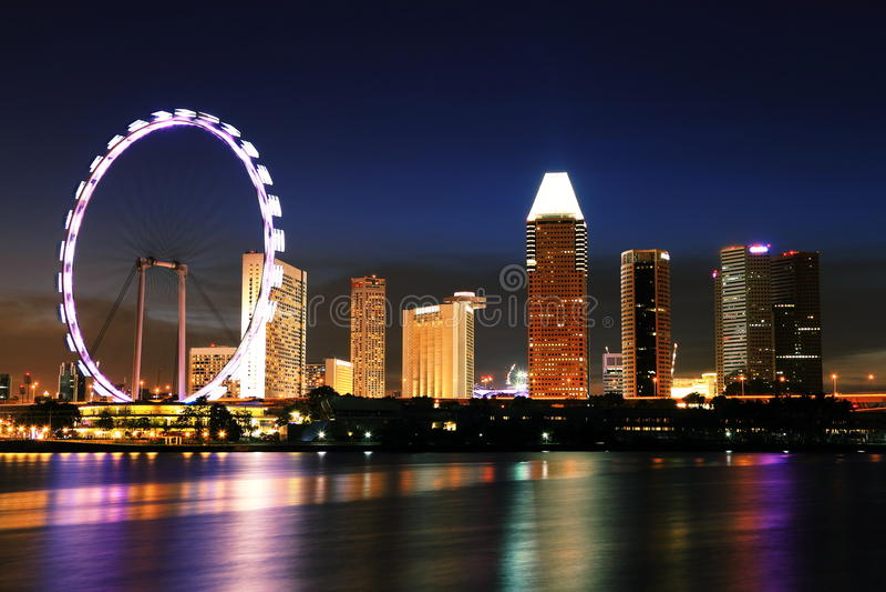 Horizon de Singapour de nuit à la baie de marina photo libre de droits