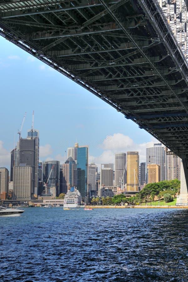 Horizon de Sydney vertical, Australie et pont de port images libres de droits