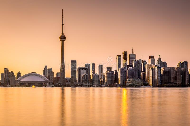 Horizon de Toronto au coucher du soleil photos stock