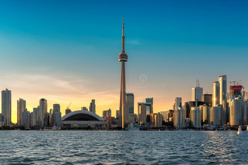 Horizon de Toronto au coucher du soleil images stock