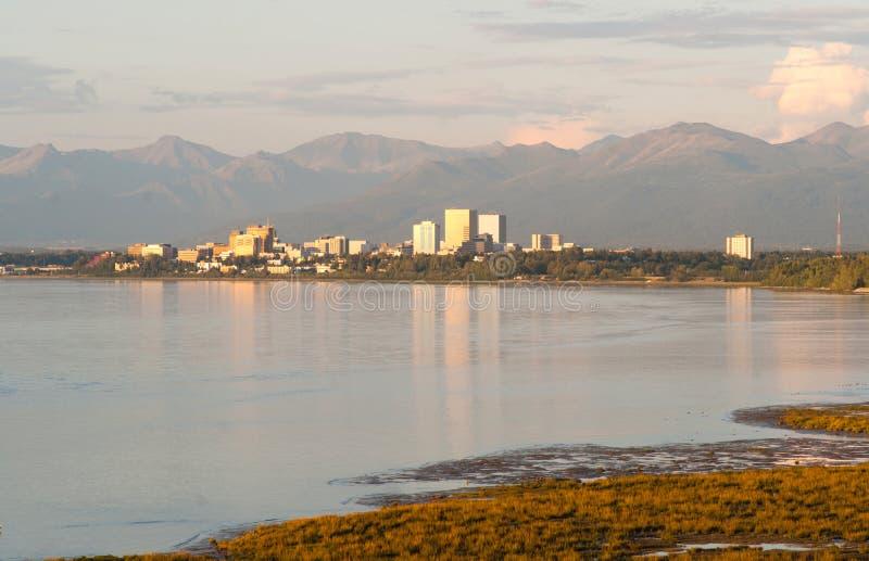 Horizon de Van de binnenstad Anchorage Alaska Noord-Amerika de V.S. van de zonsondergangstad stock foto's