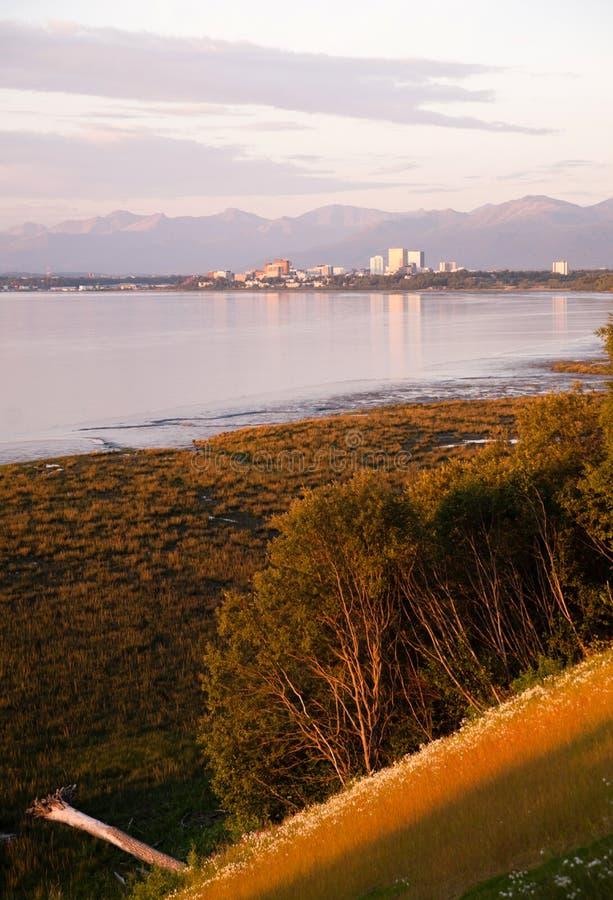 Horizon de Van de binnenstad Anchorage Alaska Noord-Amerika de V.S. van de zonsondergangstad stock fotografie