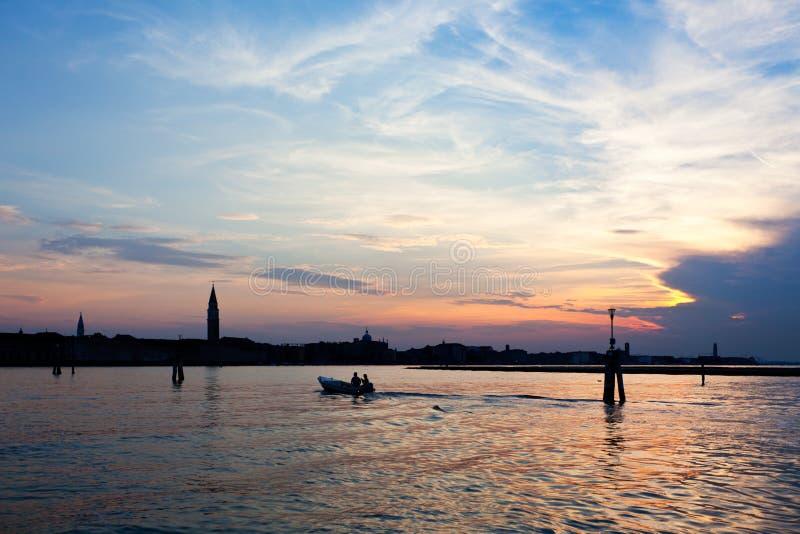 Horizon de Venise Italie après coucher du soleil image stock