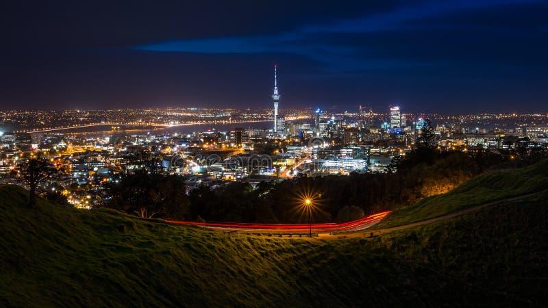 Horizon de ville d'Auckland la nuit photo libre de droits