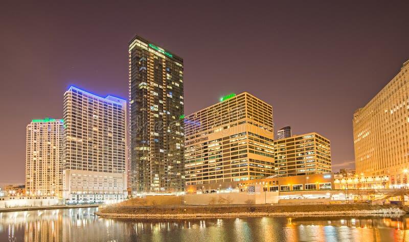 Horizon de ville de Chicago l'Illinois à la nuit images libres de droits