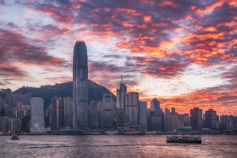 Horizon de ville de Hong Kong au coucher du soleil photographie stock libre de droits