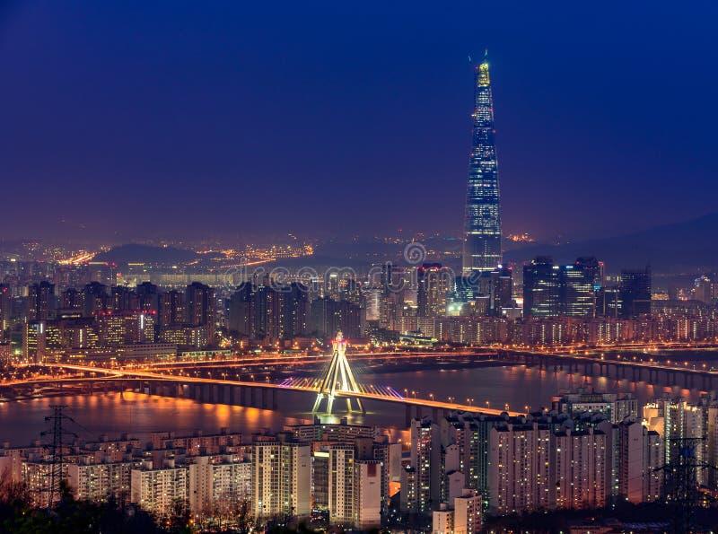 Horizon de ville de la Corée, du Séoul et mail de Lotte World photo stock