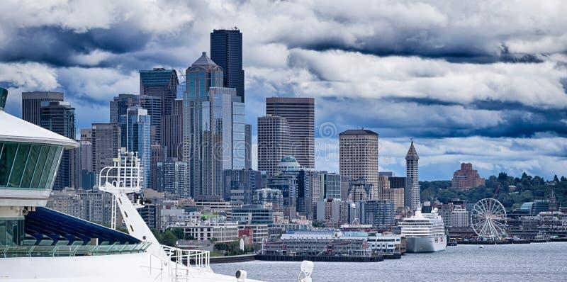Horizon de ville de Seattle du pilier 91 photos libres de droits