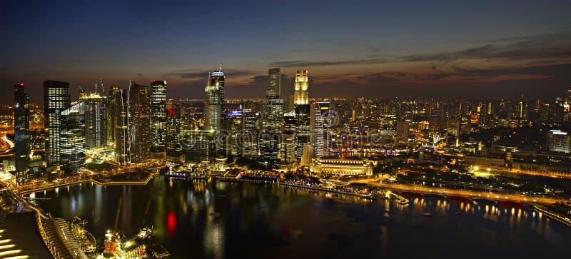 Horizon de ville de Singapour au panorama de crépuscule images libres de droits