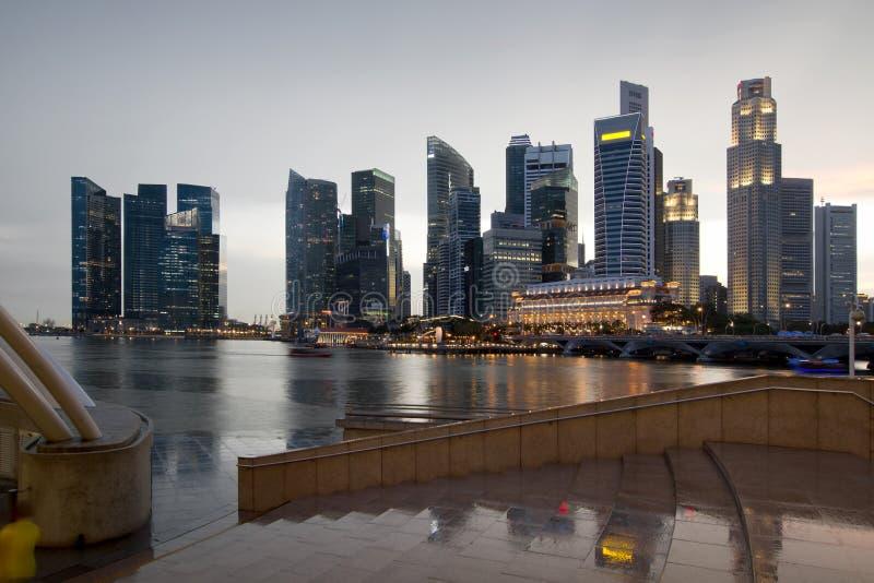 Horizon de ville de Singapour un jour pluvieux photographie stock