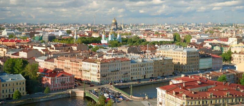 Horizon de ville de St Petersburg photographie stock libre de droits