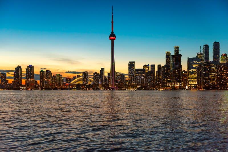 Horizon de ville de Toronto au coucher du soleil, Ontario, Canada images libres de droits