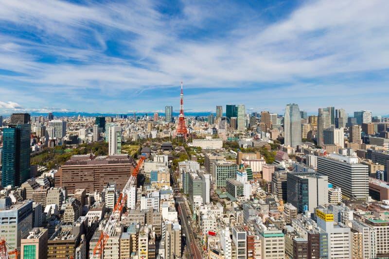 Horizon de ville de Toyko avec la tour et le bâtiment rouges de Tokyo photo stock