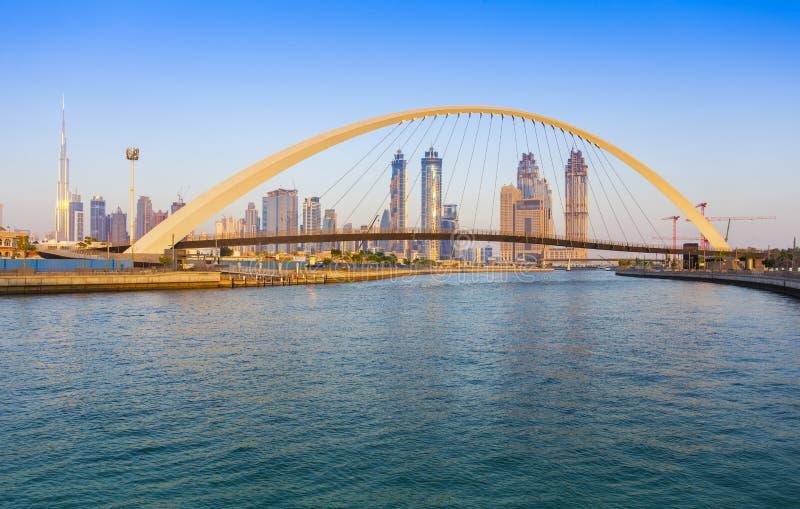 Horizon de ville de Dubaï au coucher du soleil photos libres de droits