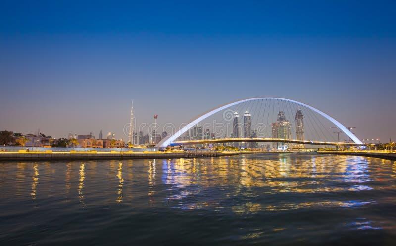 Horizon de ville de Dubaï la nuit photo stock