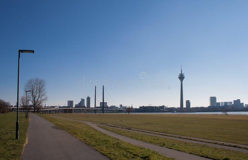 Horizon de ville de Dusseldorf en Allemagne, l'Europe image stock
