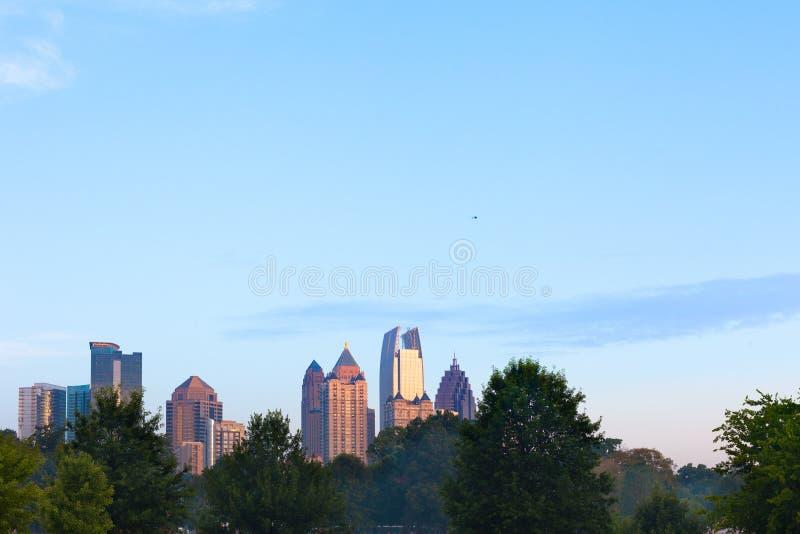 Horizon de ville de Midtown de parc de Piémont à Atlanta image libre de droits