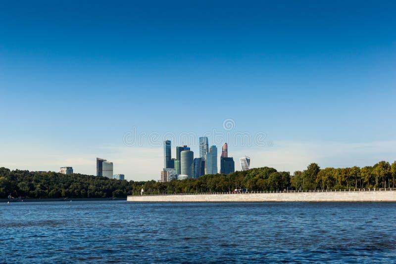 Horizon de ville de Moscou Centre international d'affaires de Moscou photographie stock libre de droits