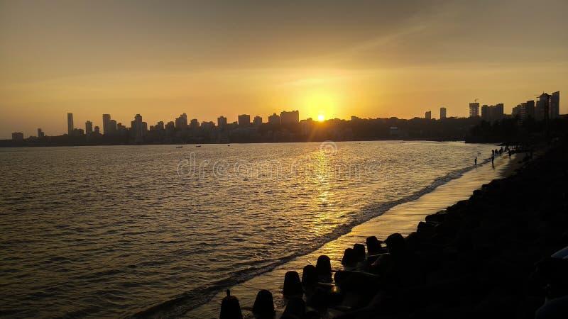 Horizon de ville de Mumbai pendant le coucher du soleil photo libre de droits