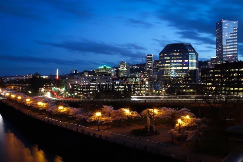 Horizon de ville de Portland Orégon la nuit photos stock
