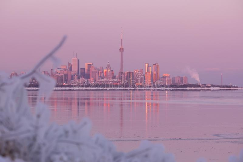 Horizon de ville de Toronto pendant le vortex polaire d'hiver photo stock
