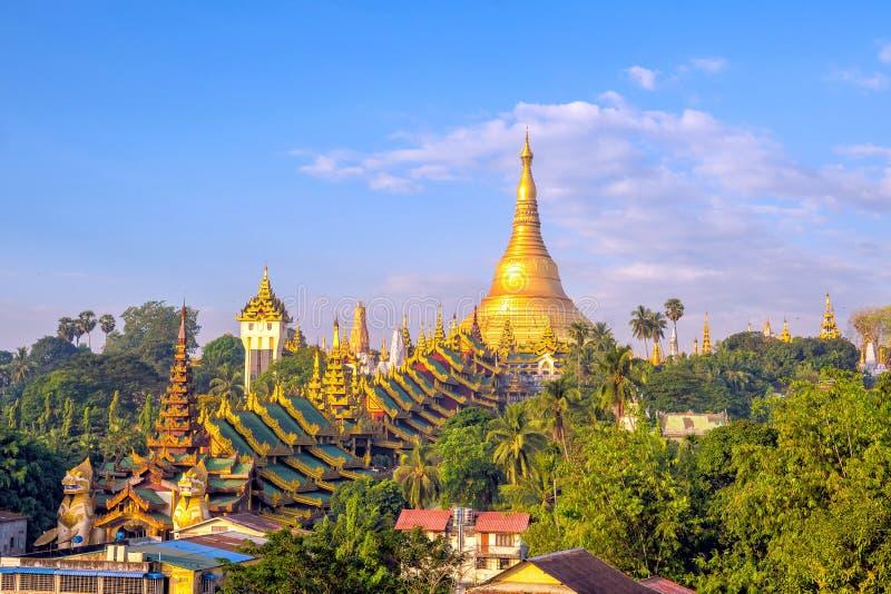 Horizon de Yangon avec la pagoda de Shwedagon dans Myanmar photos libres de droits
